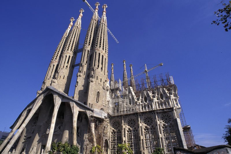 La Sagrada Familie in Barcelona (c) picturealliance_Axiom_Photographic_Steve_Benbow